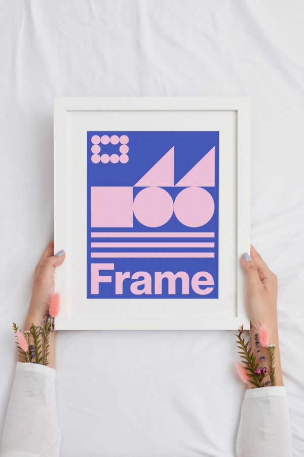 Free-handheld-picture-frame-mockup-preview